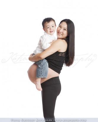 pregnancy posing ideas
