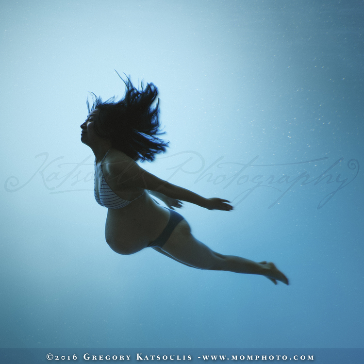 underwater pregnancy photography